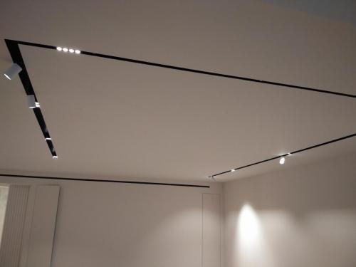 монтаж профильных встраиваемых потолочных светильников